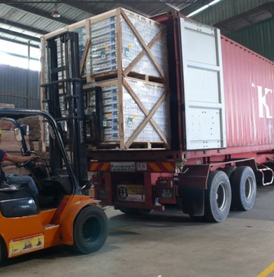 load pallets container